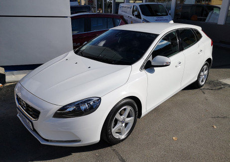 Volvo V40 D2 1.6TD 115PS Kinetic bei BM || Autohaus Kienzl GmbH in